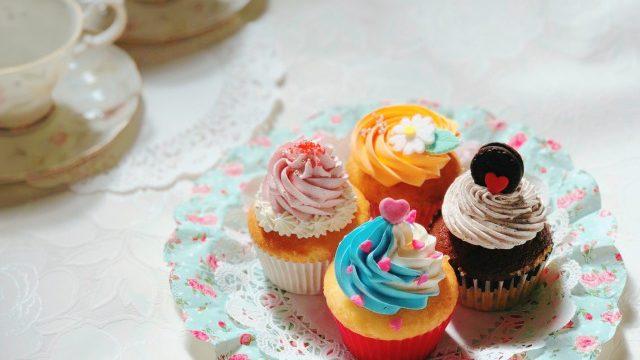 カップケーキとteaset