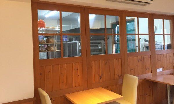 ベジタボーラの厨房が見えるカフェ